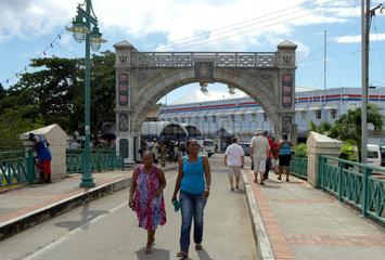 Bridgetown  Barbados  die Chamberlain Bridge und The Independence Arch