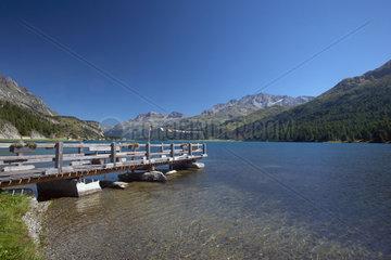 Maloja  Schweiz  ein Bootssteg am Silser See