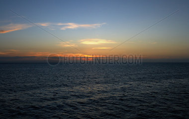 Cairns  Australien  Sonnenuntergang am Outer Great Barrier Reef