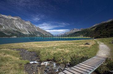 Maloja  Schweiz  das Panorama am Silser See  Wander- und Mountainbikewege