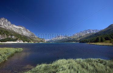 Maloja  Schweiz  das Panorama am Silser See  Blickrichtung Sils