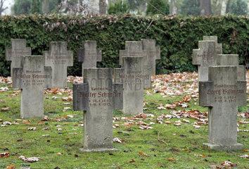 Berlin  Deutschland  Soldatenfriedhof auf dem II. Staedtischen Friedhof Eythstrasse