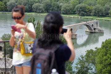 Avignon  Frankreich  Touristen fotografieren