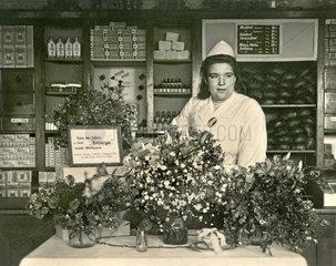 Konsum-Laden  Leiterin feiert Jubilaeum  1948