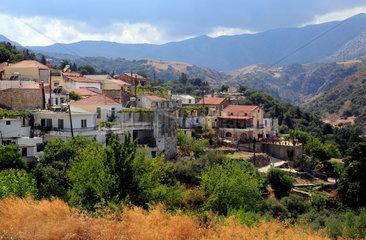 Argyroupoli  Griechenland  Blick ueber das Bergdorf Argyroupoli auf Kreta