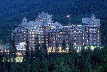 Banff  Kanada  das Banff Springs Hotel im Banff-Nationalpark am Abend