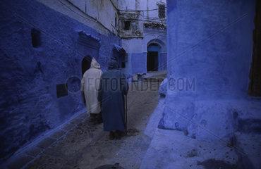 Chefchaouen  Marokko  Menschen in der Altstadt