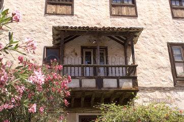 Puerto Cruz  Spanien  Haeuser mit Balkonen in der Altstadt