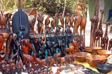 Abuko  Gambia  Verkauf von Souvenirs im Abuko-Naturschutzgebiet