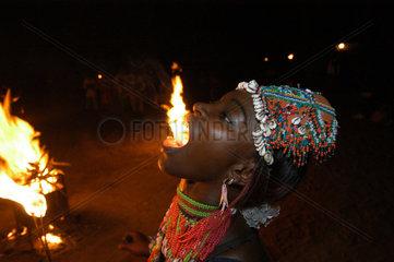 Gambia  Folkloreabend auf Kunta Kinteh Island