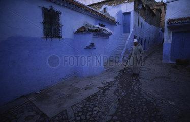 Chefchaouen  Marokko  dunkle enge Gassen in der Altstadt