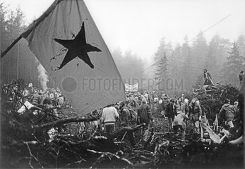Demo gegen die geplante Wiederaufarbeitungsanlage  WAA  Wackersdorf  1986