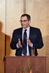 Berlin  Deutschland - Staatssekretaer Dr. Rainer Sontowski haelt eine Ansprache beim Ministerwechsel im Weltsaal des Aussenministeriums.