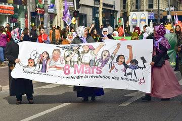 Kurdische Frauen demonstrieren gegen den Krieg in Syrien  Afrin