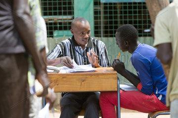 Kakuma  Kenia - Ausbildungsprojekt der katholischen Nichtregierungsorganisation Don Bosco Mondo im Fluechtlingslager Kakuma.