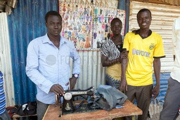 Kakuma  Kenia - Schneiderei im Fluechtlingslager Kakuma.
