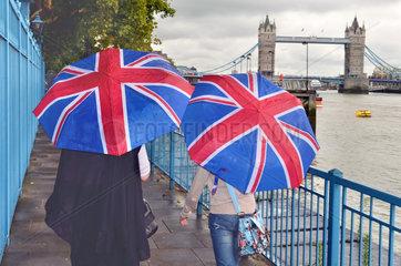 Spaziergang an der Themse  bei Regen