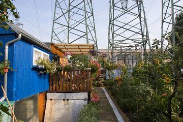 Elektrosmog: Starkstrommasten in einer Kleingartenanlage