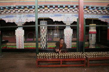Lhasa  Kloster Mindroling  junger Moench