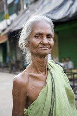 Kalkutta  Eine alte Frau.