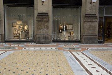 Schaufenster in der Galleria Vittorio Emanuele II   Mailand  Lombardei  Italien  Europa