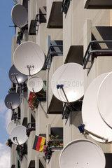 Elektrosmog: Satellitenschuesseln in einem Haus