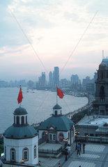 Shanghai  Blick auf Bund und Huangpu