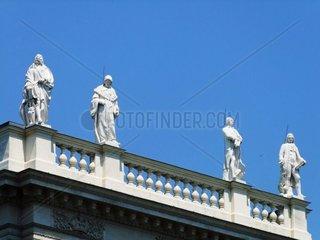 Balustradenfiguren an der Fassade des Kunstgeschichtlichen Museums vom Museumsplatz aus im 1. Wiener Bezirk Redaktionell verwendbar  Pressefoto