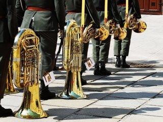 Ehrenkompanie Musiker mit Blasinstrumenten am Boden und in der Hand in der Hofburg im 1. Wiener Bezirk Redaktionell verwendbar  Pressefoto