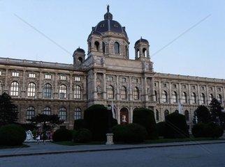 Museum fuer Kunstgeschichte Kunsthistorisches Museum in der Daemmerung vom Maria Theresia Platz aus im 1. Wiener Bezirk. Redaktionell verwendbar  Pressefoto