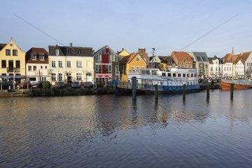 Blick auf den Binnenhafen  Husum  Kreis Nordfriesland  Nordsee  Schleswig-Holstein  Deutschland  Europa