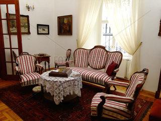 Salon im Schlosshotel Pronay Stilmoebel Sitzgruppe