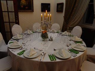 Festlich gedeckter Tisch im Schlosshotel Pronay Ungarn