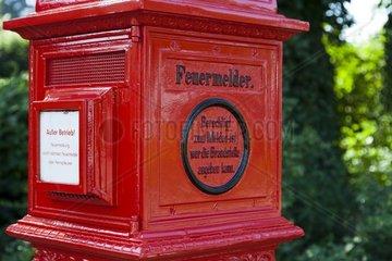 alter  restaurierter Feuermelder