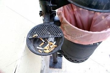 Muelleimer Aschenbecher Zigarettenstummel Muell Mistkorb Mistkuebel