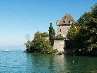 Die Burg in Yvoire am Suedufer des Genfer Sees zwischen Genf und Thonon-Les-Bains/Evian in Frankreich