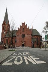 Warnemuende  Ladezone vor der Kirche der Evangelisch-Lutherischen Kirchengemeinde Warnemuende