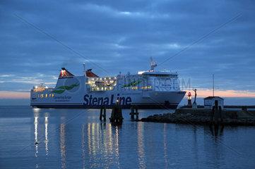 Warnemuende  Faehrschiff der Stena Line vor der Ostmole