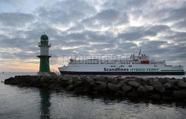 Warnemuende  Scandlines Hybrid Ferry an der Westmole