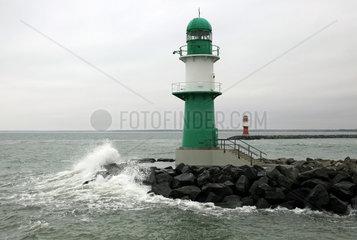 Warnemuende  Leuchttuerme auf der West- und Ostmole
