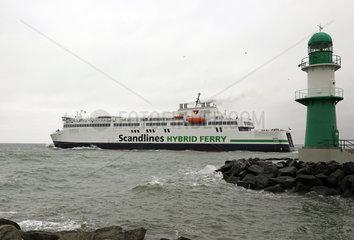 Warnemuende  Faehrschiff der Scandlines faehrt auf die Ostsee