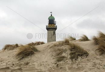 Warnemuende  Leuchtturm hinter einer Duene