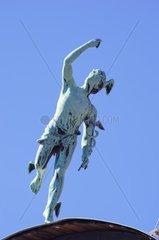 Goetterbote Hermes oder Merkur  Statue auf dem Dach eines Hauses  Vrchlabi  Tschechien.