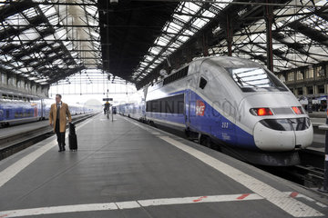 FRANCE - PARIS - LYON TRAIN STATION