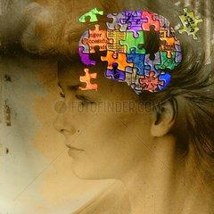 Vergessen Alzheimer Puzzle Kopf Teile Frau Gedaechtnis