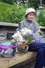 Blumenverkaeuferin in Tallinn
