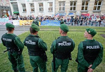 Polizei und Demo