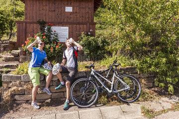 Pause auf der Biketour in den Weinbergen