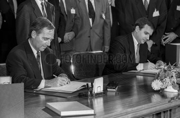 Unterzeichnung des Einigungsvertrags