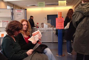 Vermittlungsgespraech im Arbeitsamt  Berlin